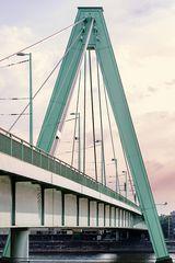 Un portant du Pont Séverin de Cologne