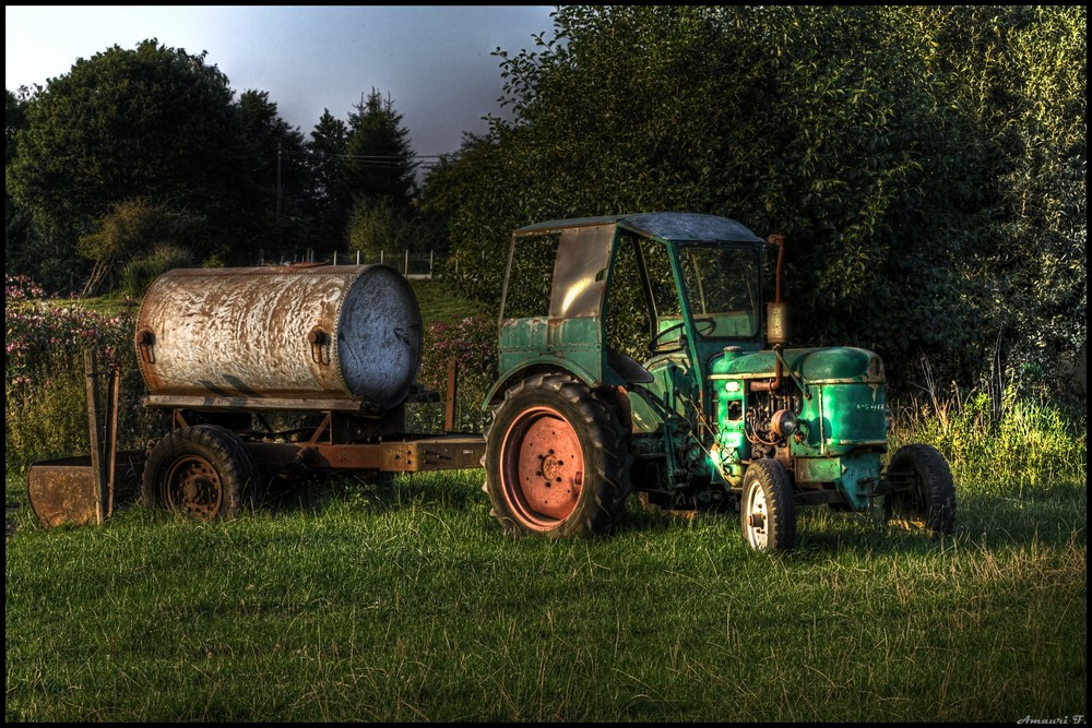 Un vieux tracteur - HDR