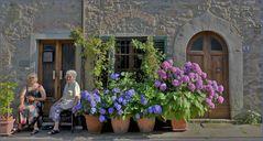 un village ancien  accueillant .....