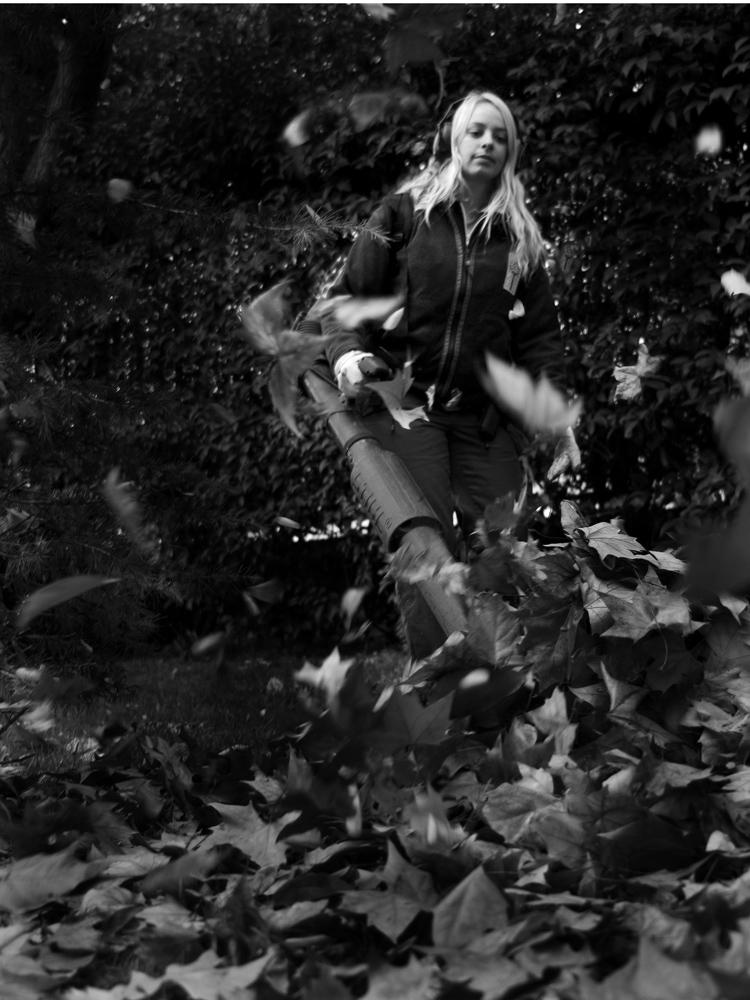 Una amazona en el jardin
