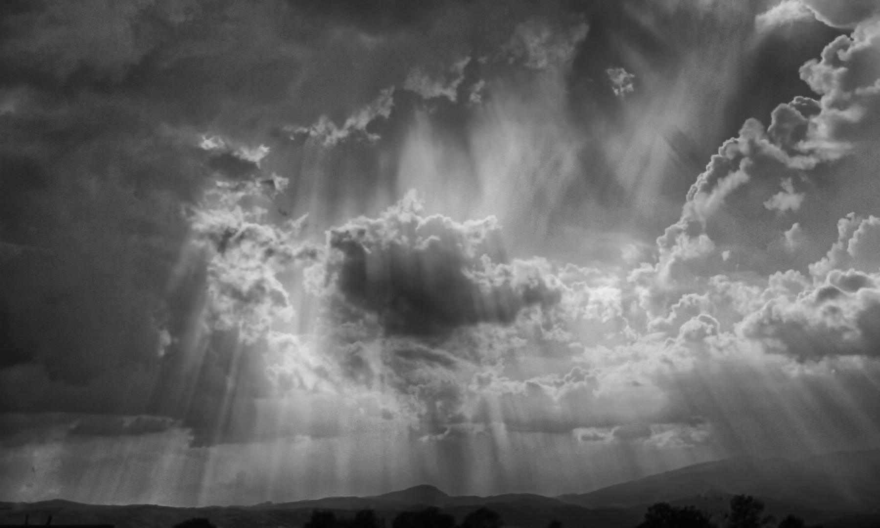 ..una cascata di raggi  sottili di ...