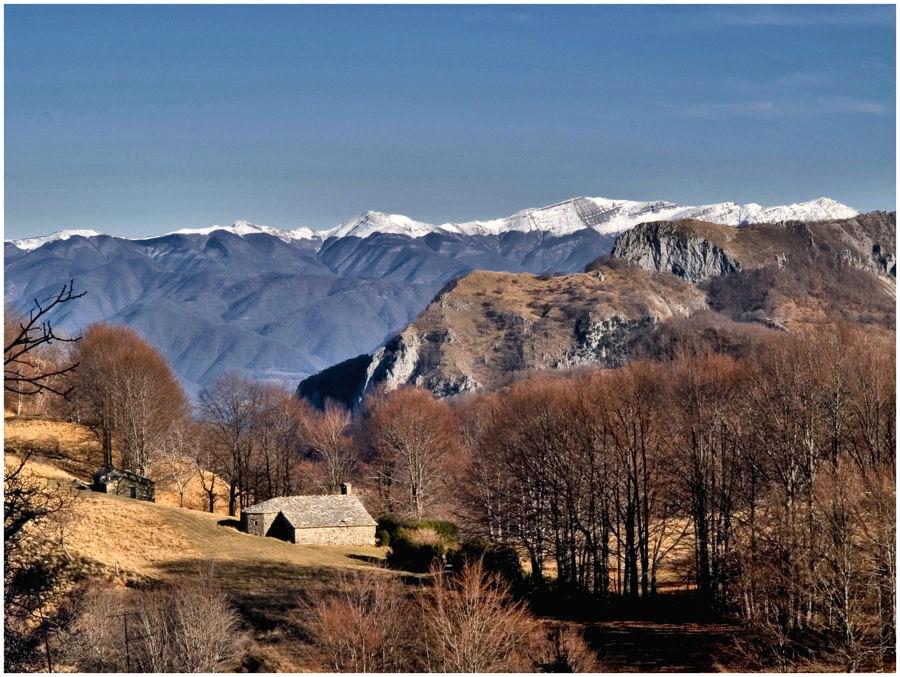 Una chiesetta fra le montagne