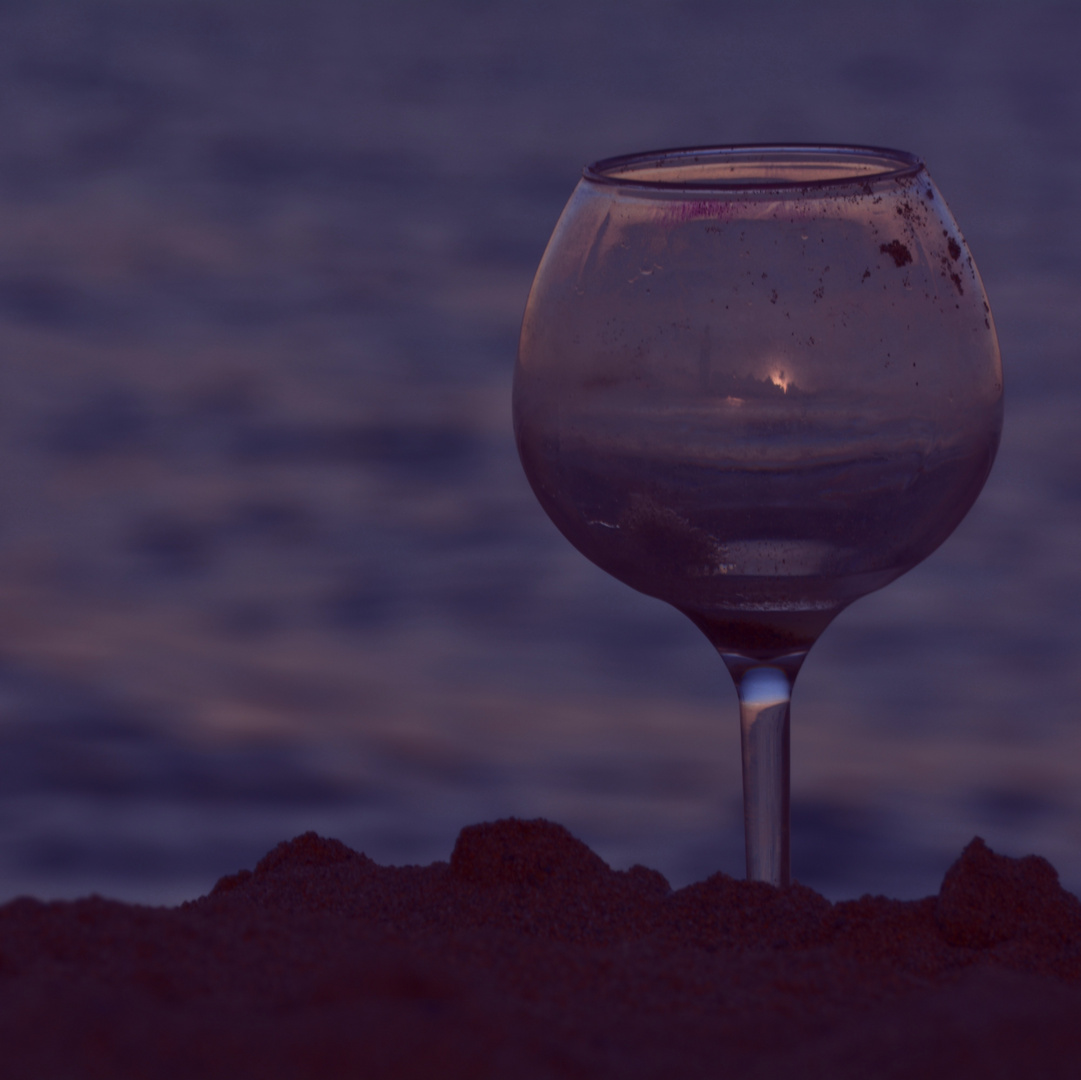 Una copa vacia: Un mundo. Una copa llena......