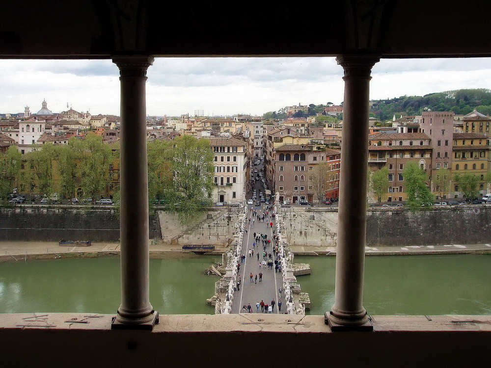 Una finestra sul Ponte S. Angelo