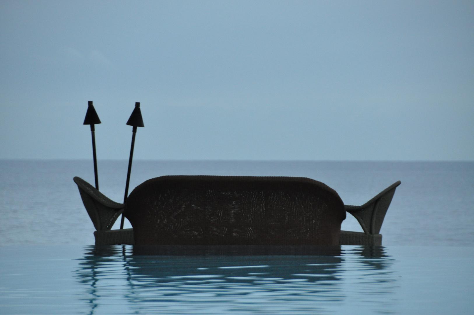 Una panchina sul mare