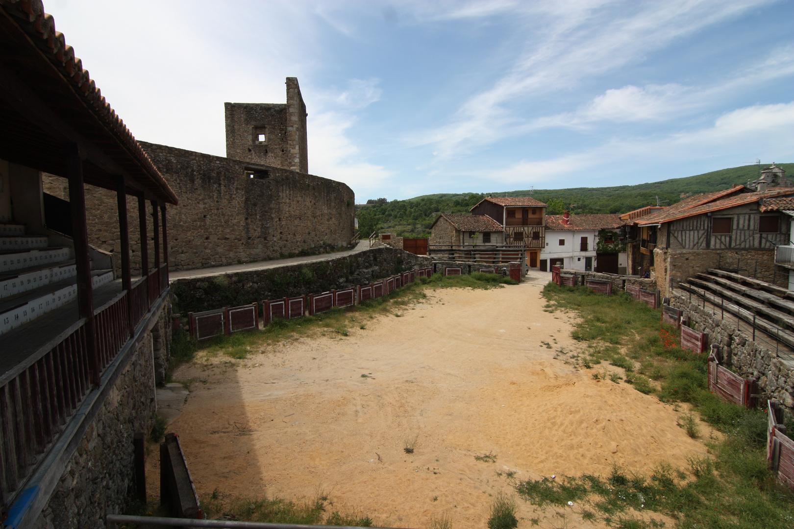 una peculiar plaza de toros.. ( San Martín del Castañar )