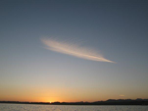 una piuma dal cielo.. disegnò il tramonto..