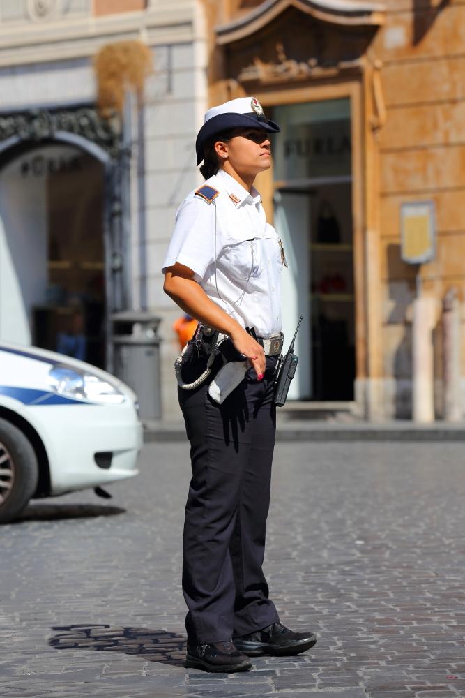 una poliziotta bella