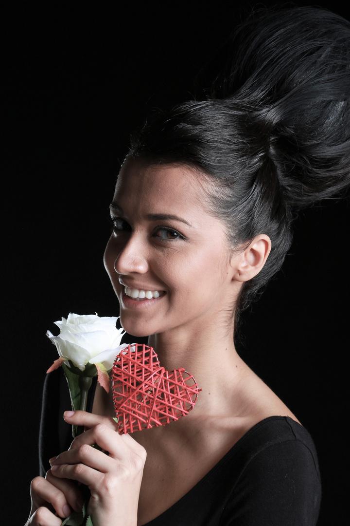 Una rosa blanca y el corazón para Ayelen