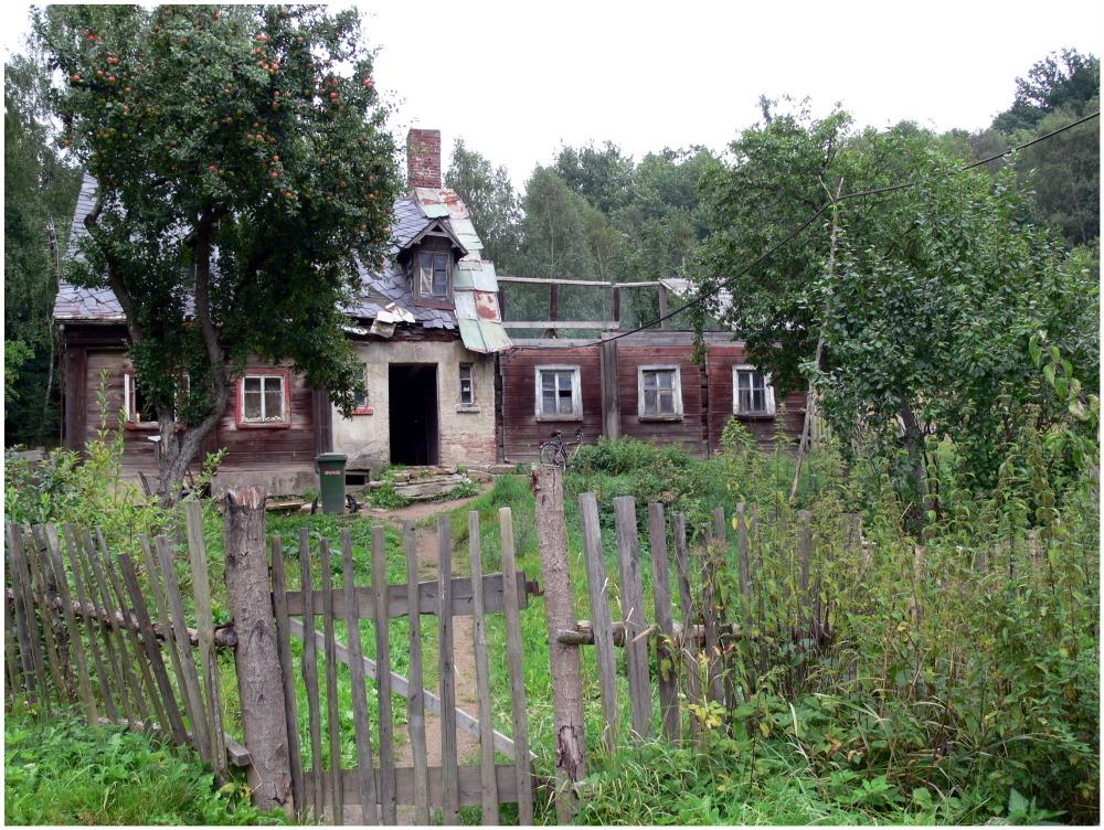 Unbewohnbares bewohntes Haus