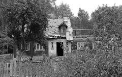 Unbewohnbares bewohntes Haus - 2