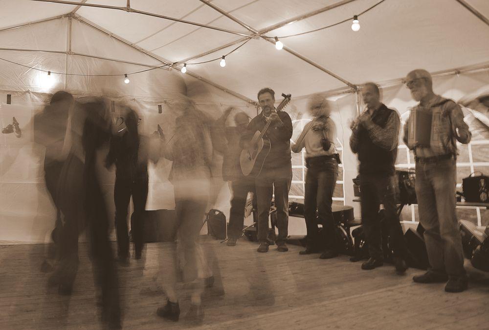 Und auf einmal hüpften und tanzten sie gemeinsam