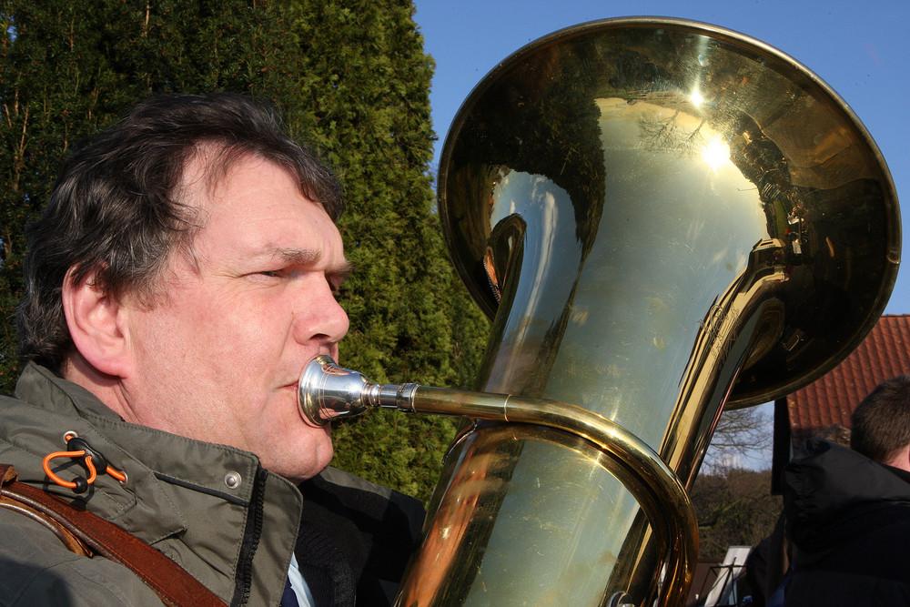 Und der Huber bläst die Tuba ...