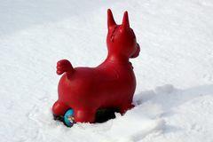 Und es kam die Zeit in denen rote Pferde im Schnee blaue Bälle schissen,auf denen Katzenbilder waren