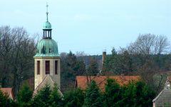 °°° Und noch ein Blick ins Dorf - alles in Ordnung - die Kirche ist auch noch da °°°