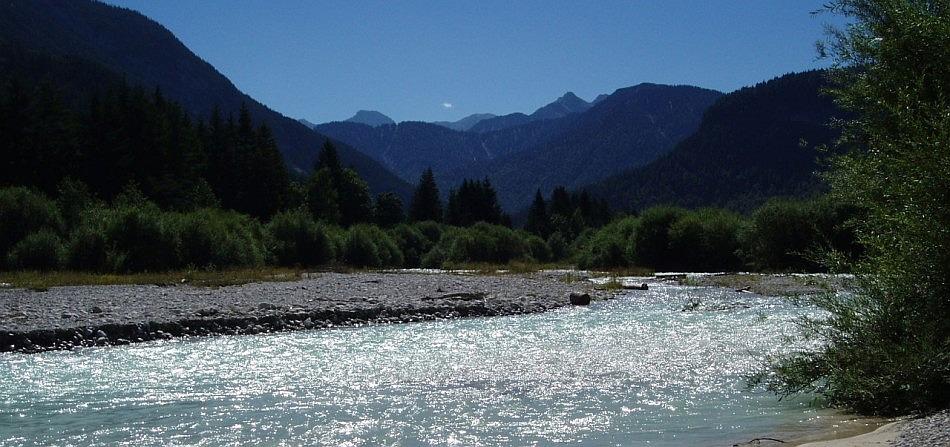 Und silbern glenzet der Fluss