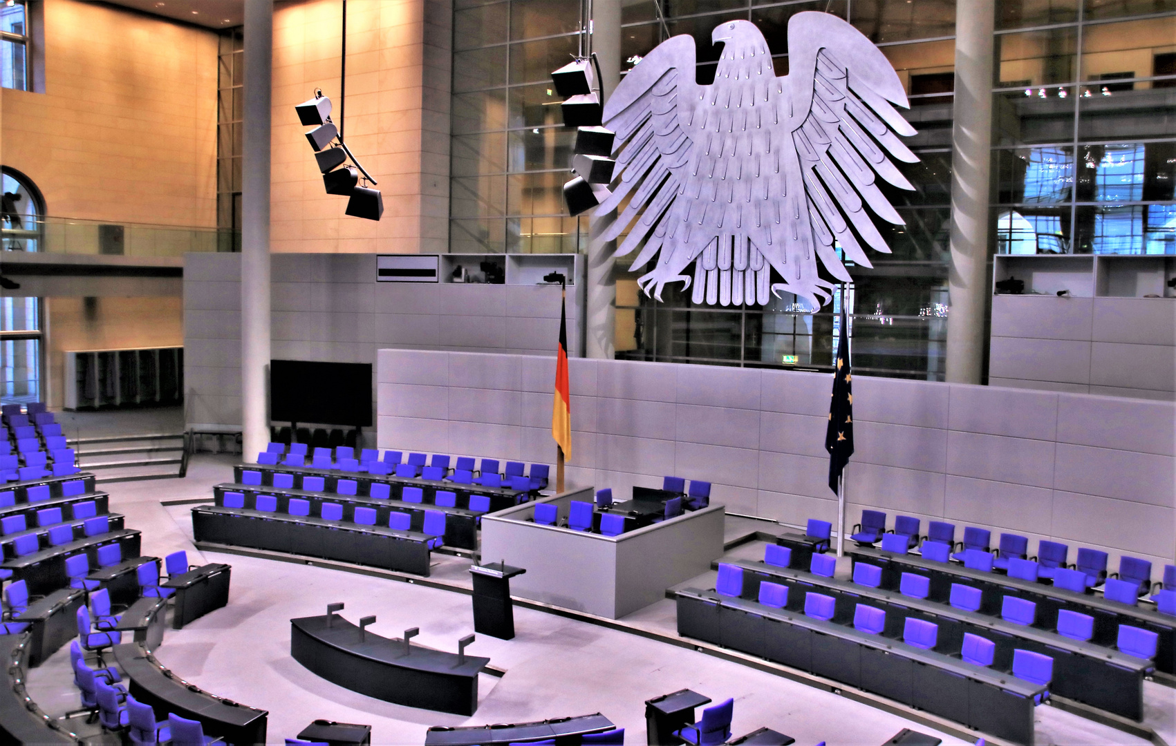 ...und wieder keiner im Plenum ! - Teil 1...