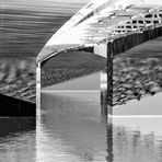 Under the bridge - Negativ
