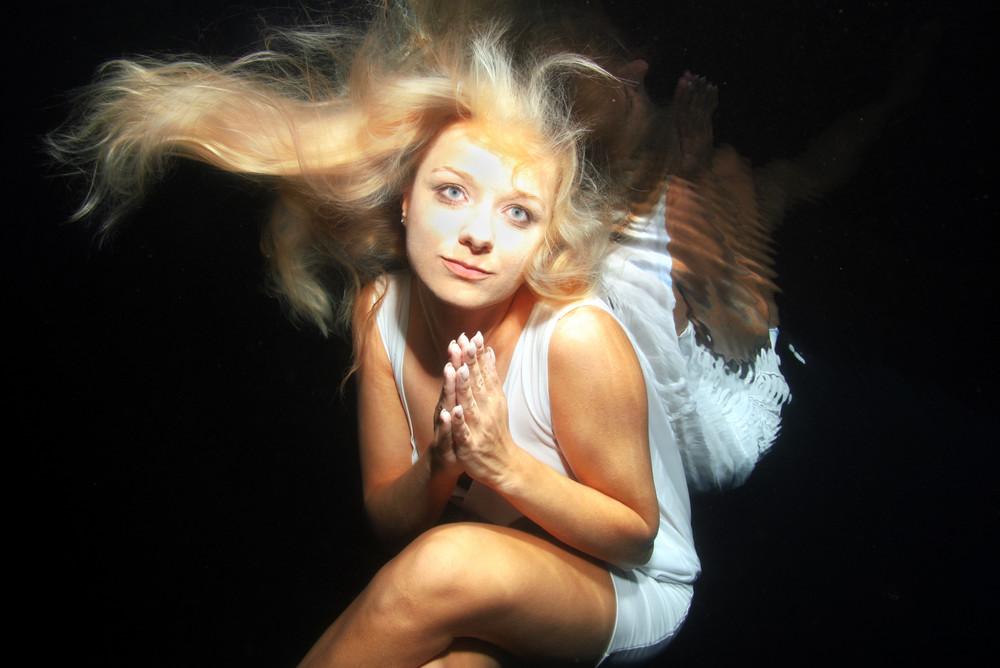 underwater-angel