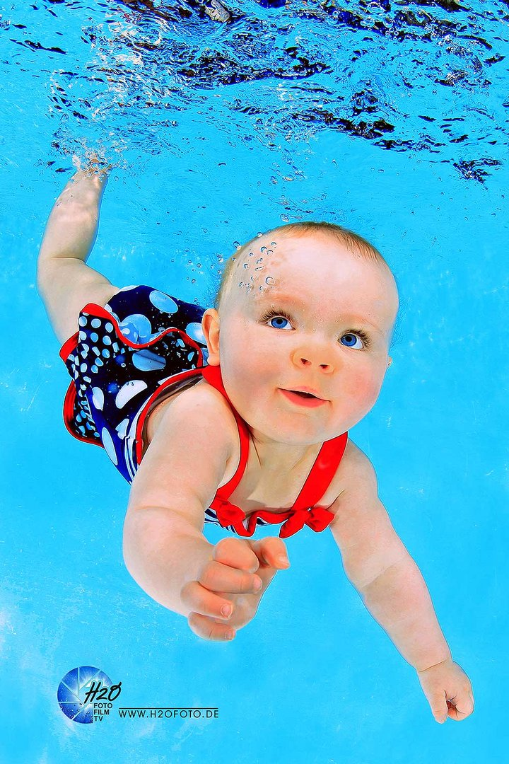 Underwater Baby Portrait Unterwasser Baby Portrait