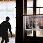 une autre expo à Arles  ( ou une photo qui coupe les pattes)