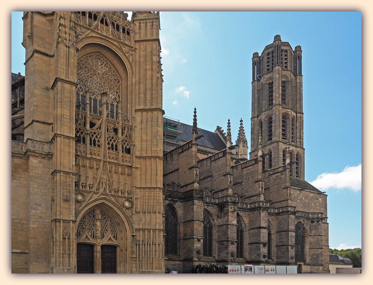 Une cathédrale…deux styles… !
