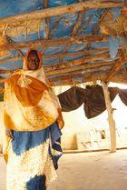 une femme qui construit un orphelina à Bogghé