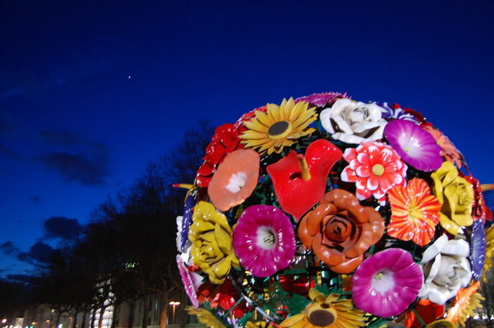 une fleur gigantesque Lyon ville