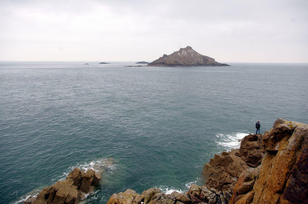 une île, entre le ciel et l'eau .....