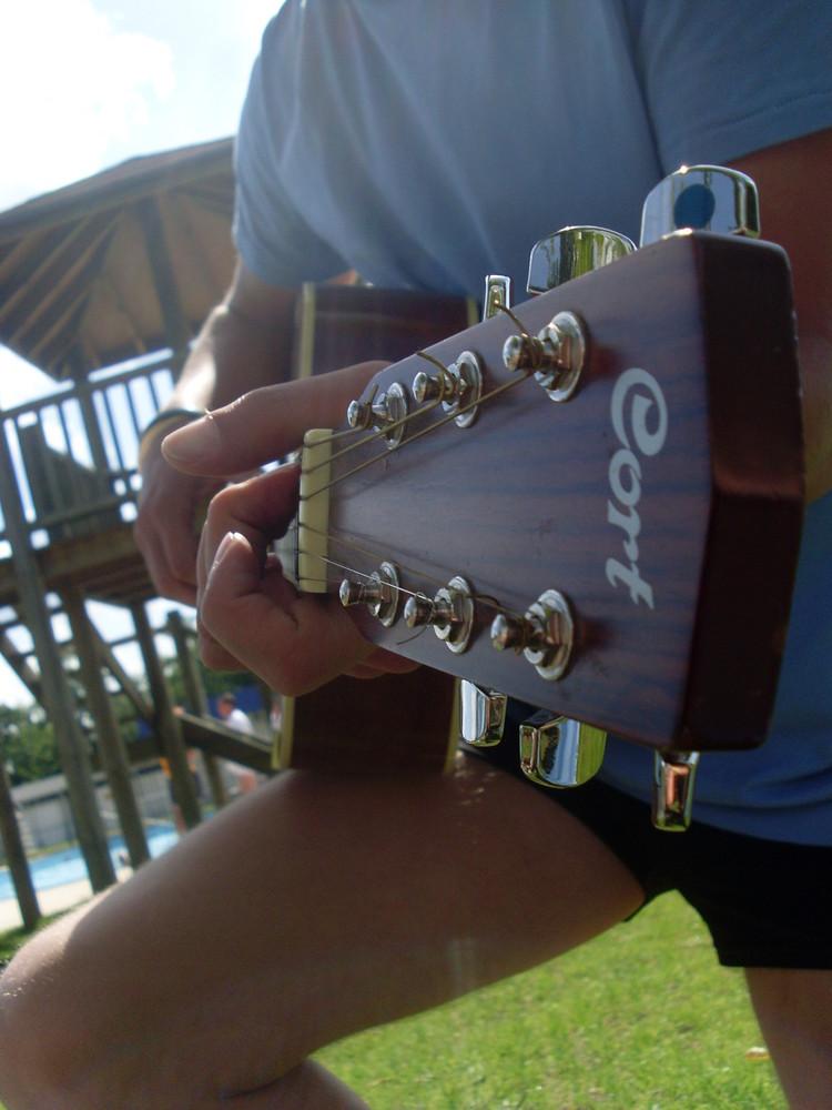 Une Mélodie, une voix, un instrument, un instant magique, un de ceux qu'on oublie pas.