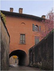 Une ruelle de Moniga del Bosco  --  Muscoline