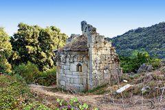 Une très  vieille petite chapelle.