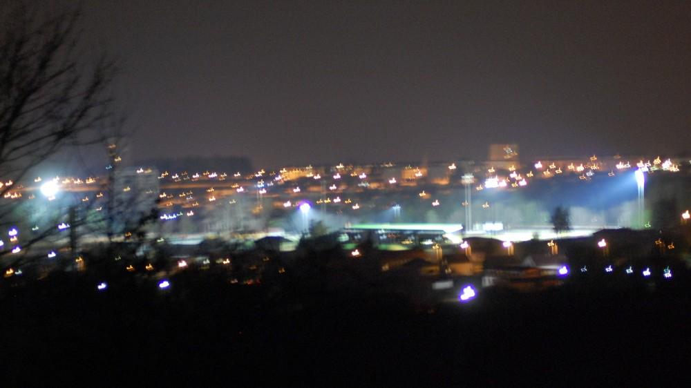 une ville la nuit