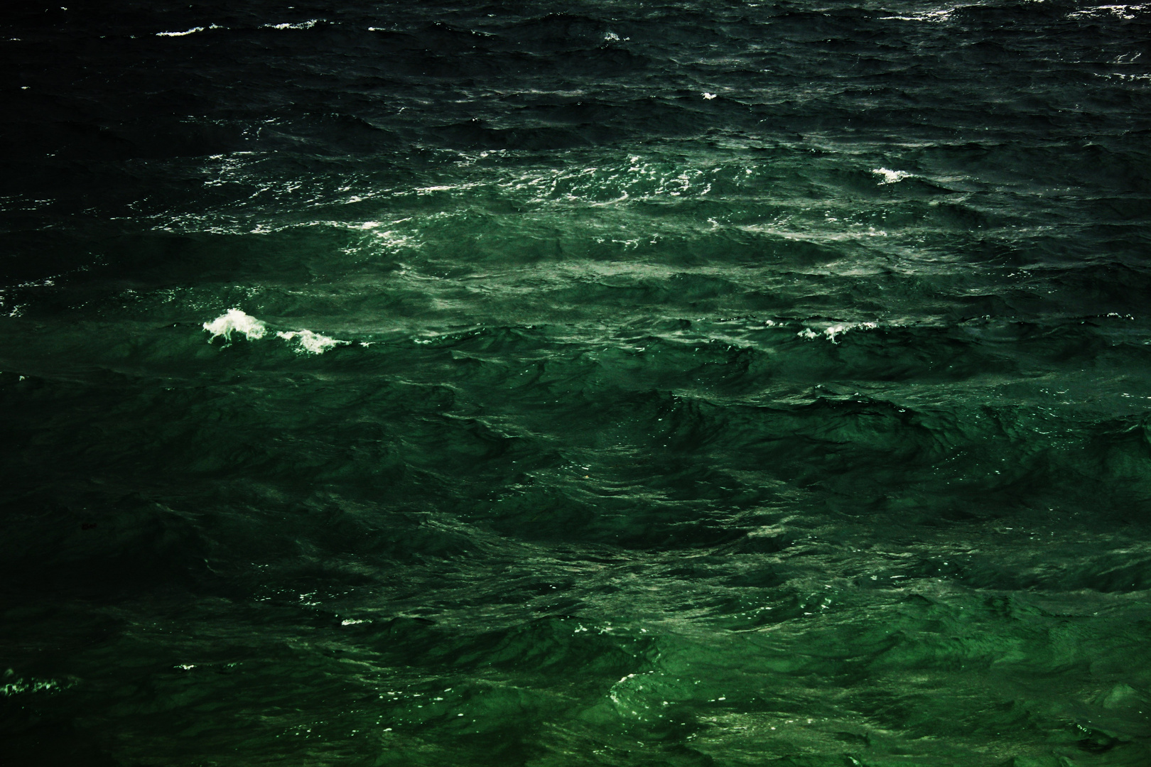 ungestümes Meer tief Dunkelgrün