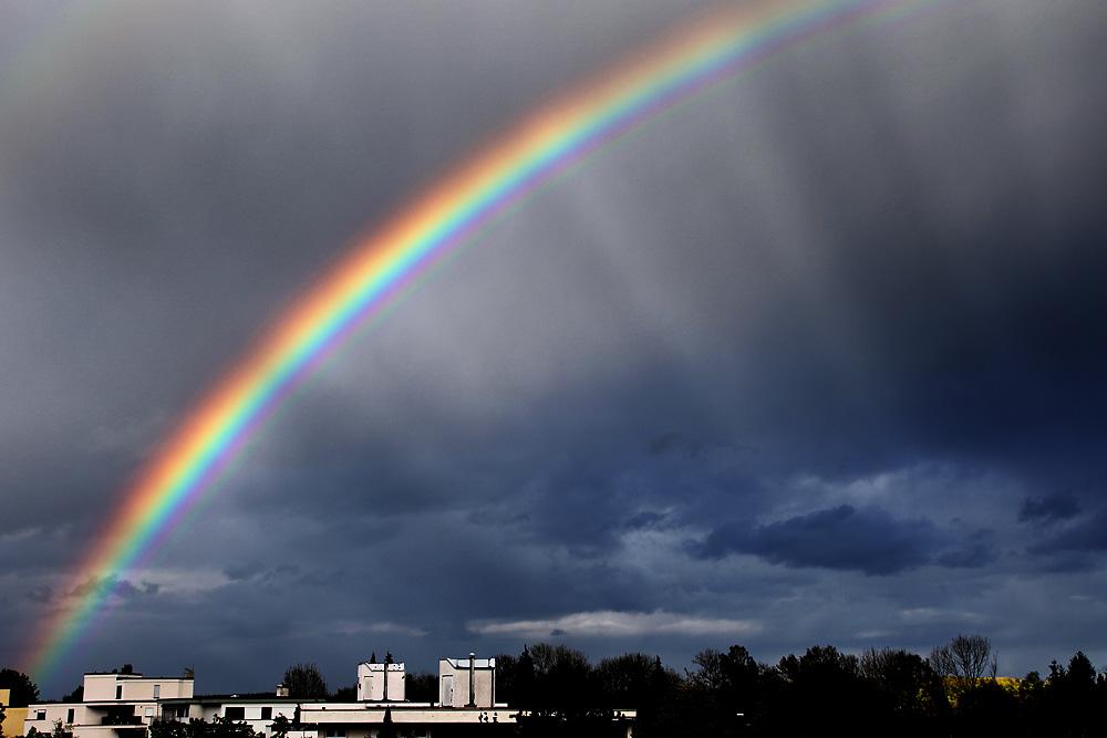 ungewöhnlicher regenbogen foto  bild  himmel regenbögen