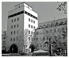 Universitäts-Frauenklinik