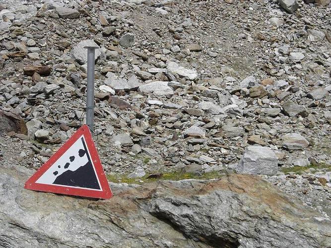 Unnötiges Schild?