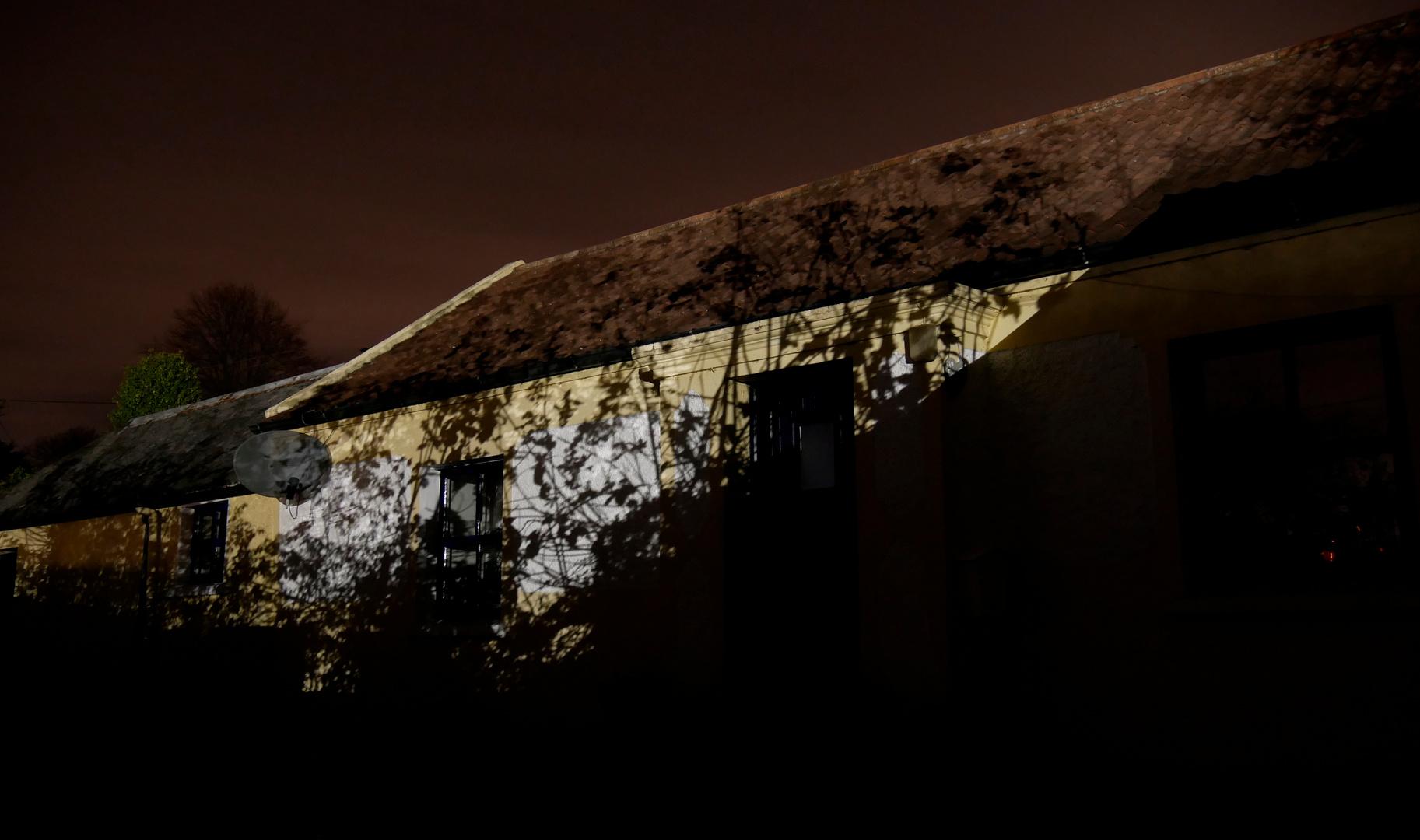 Unser Cottage bei Nacht, wenn der ...