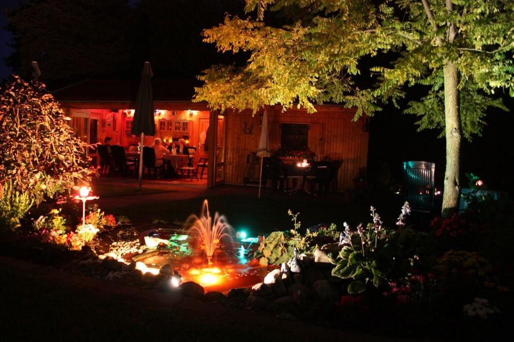 Unser Garten bei Nacht