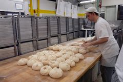 Unser täglich Brot - noch in Handfertigung liebevoll hergestellt^