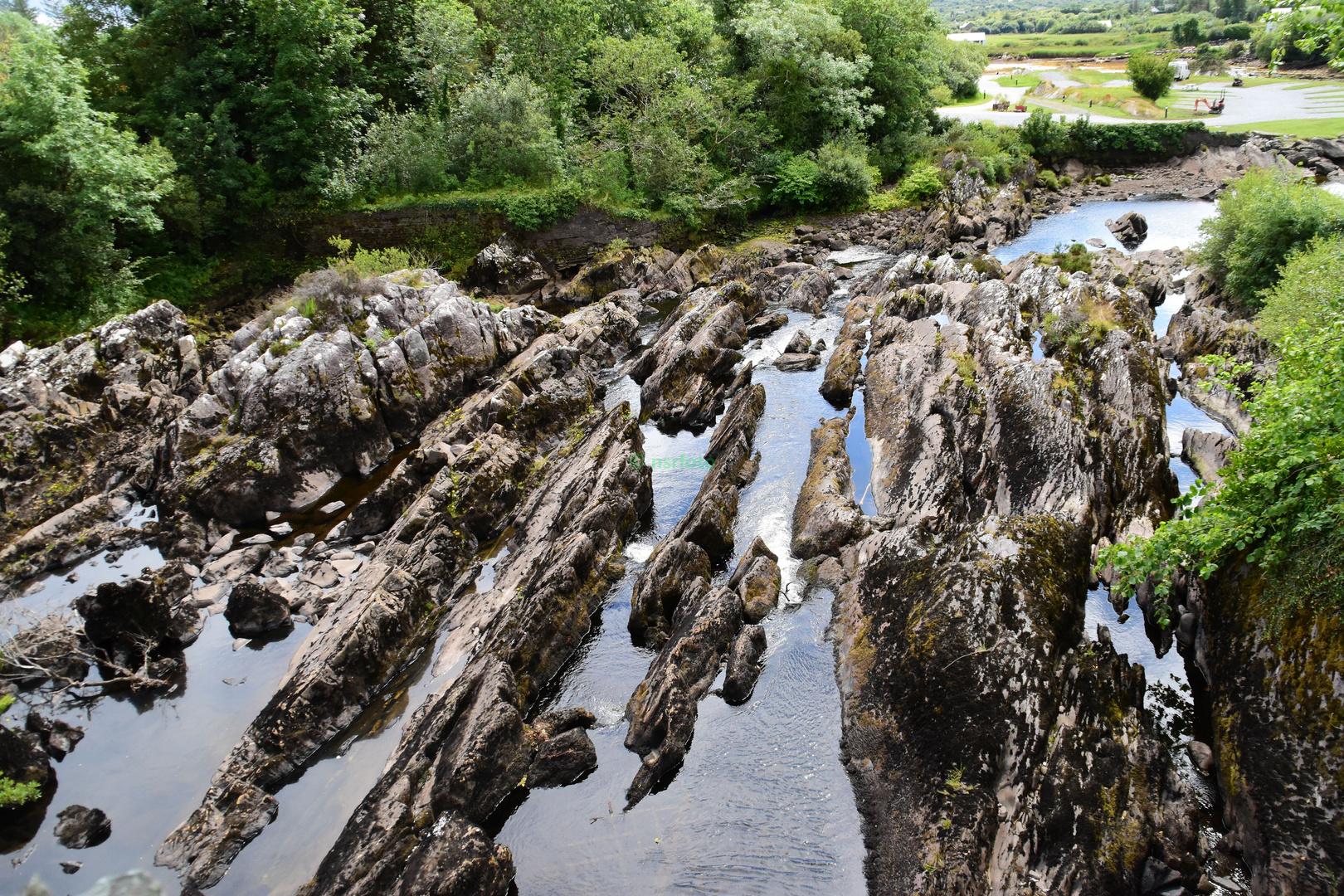 Unsere Irland-Rundreise: River Sneem - interessanter Flusslauf