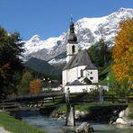 Unsere Kirche im Herbst