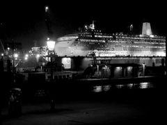 Unten am Hafen wo die großen Schiffe schlafen