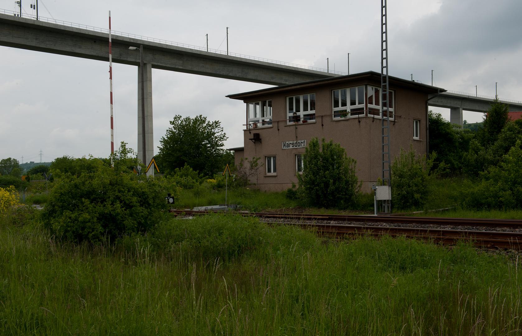 unten drunter  die eingleisige Unstrut-Bahn,