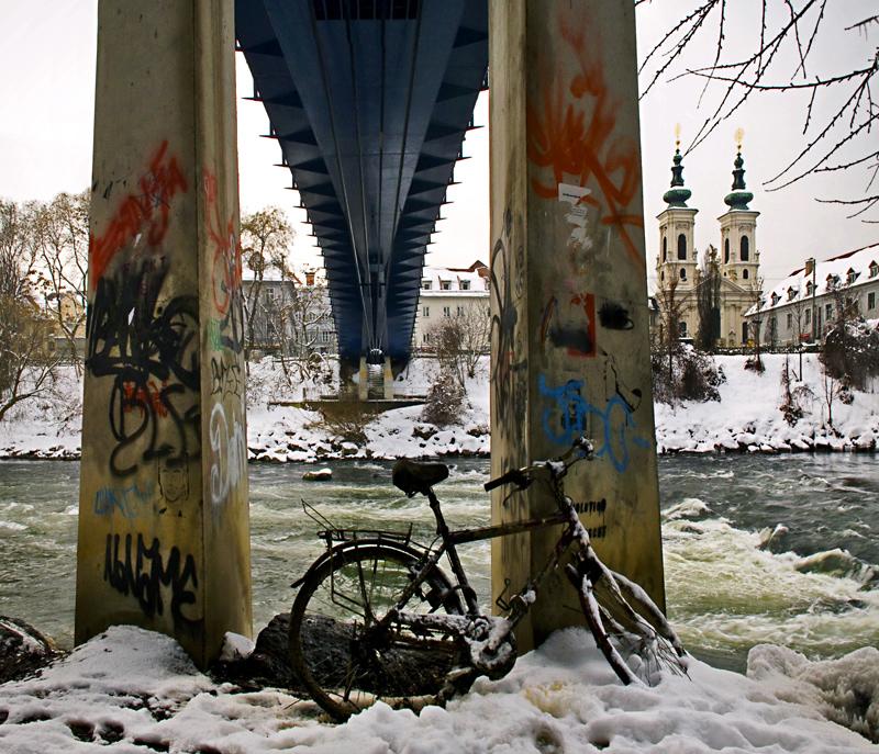 Unter der Brücke - Mursteg in Graz bei trüben Tauwetter!