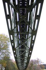 Unter der Brücke sollst du stehen...