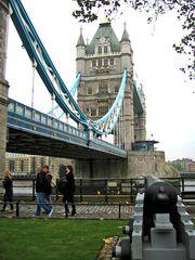 Unter der Tower Bridge