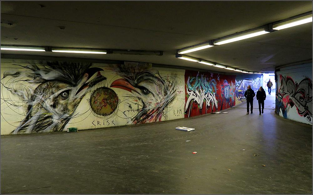 Untergrund . . . HoPla