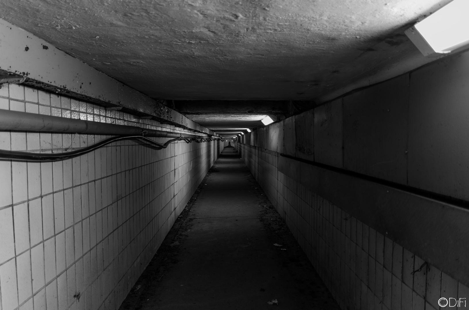 Untergrundfliesenabteilung