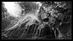 - unterm Wasserfall -